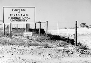 Picture showing TAMIU construction site.